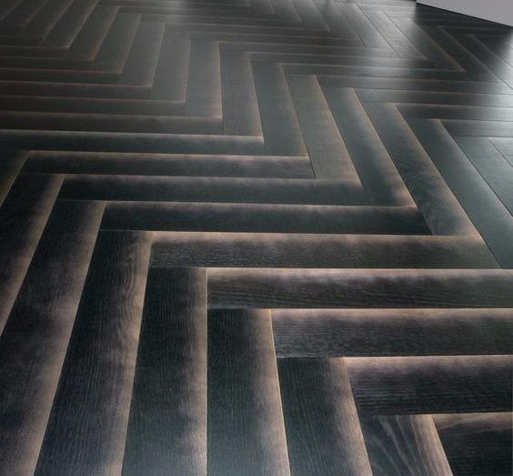 רצפת עץ אורן מעובד עם שיוף מעוצב