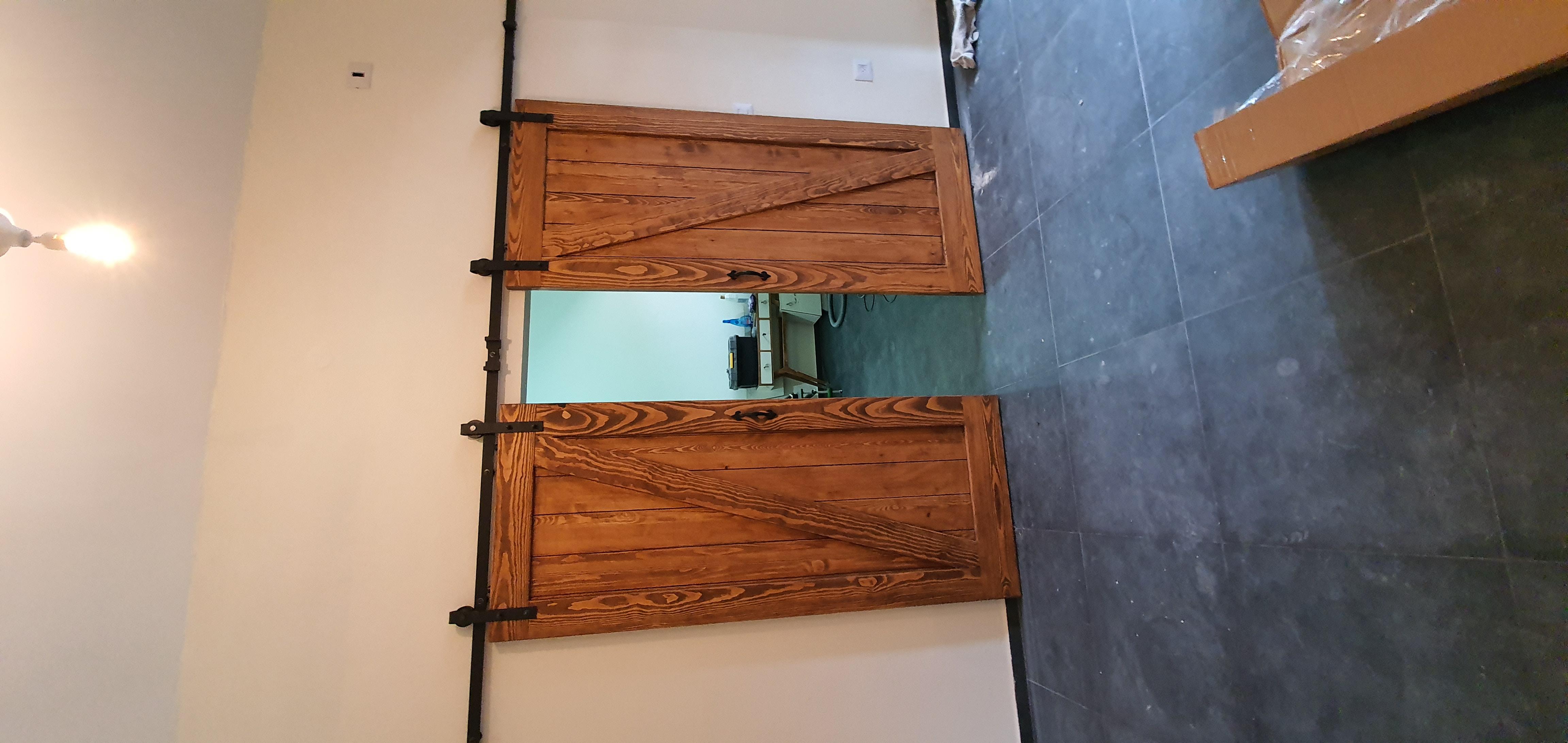דלתות אסם קורה אלכסונית