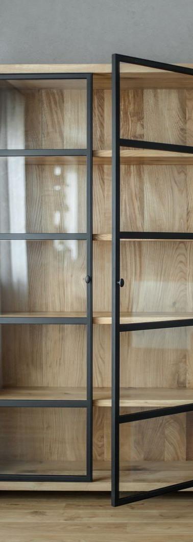ארון קיר מעץ גושני משולב חזיתות מסגרת צב