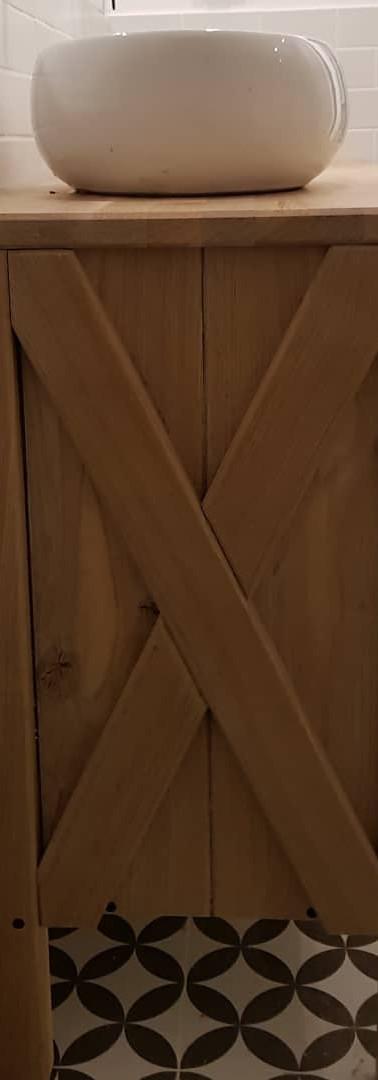 ארונית אמבטיה מעץ