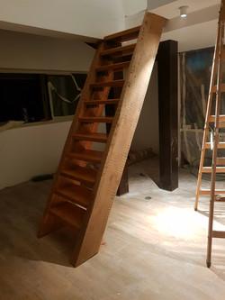 מדרגות גלריה מעץ גושני