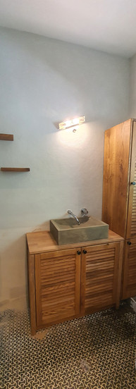 ארונית אמבטיה