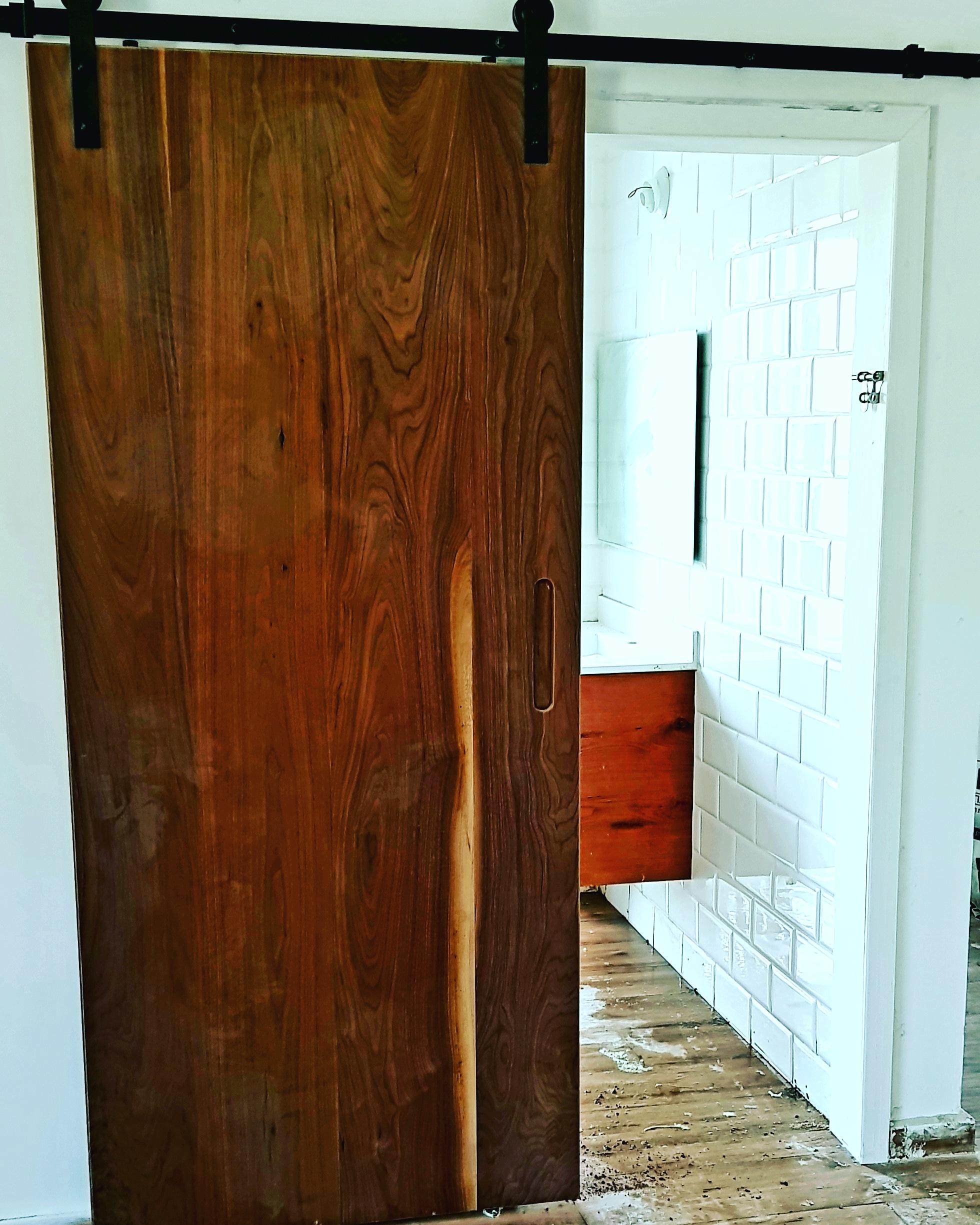 דלת אסם אגוז שחור