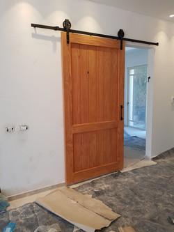 דלת אסם ענקית
