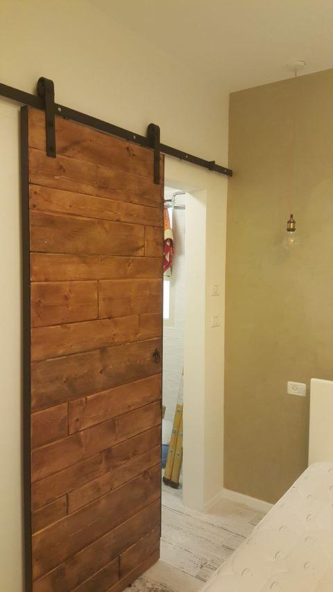 דלת הזזה עם מסגרת ברזל