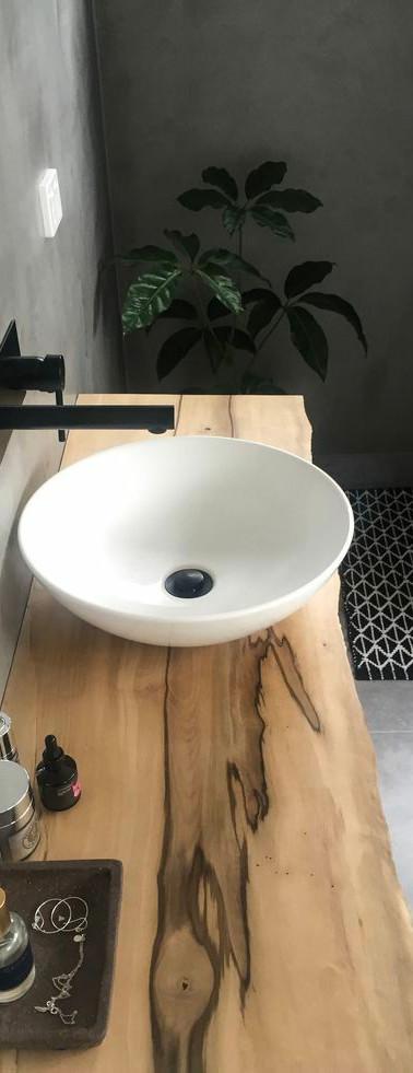 ארונית אמבטיה.jpg