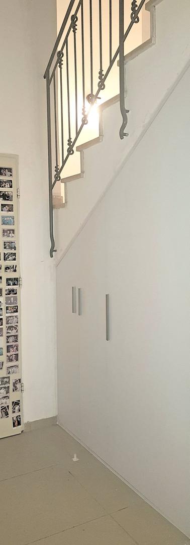 סגירת פתח מדרגות בארונות קו 0