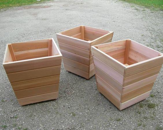 אדניות עץ חצי לוג