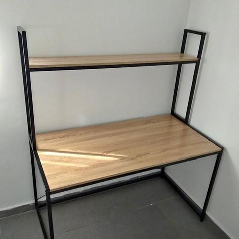 שולחן כתיבה משולב מדף עליון כיחידה אחת