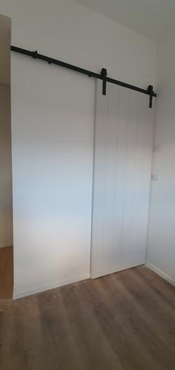 דלת הזזה בסגנון אסם שלייפלאק