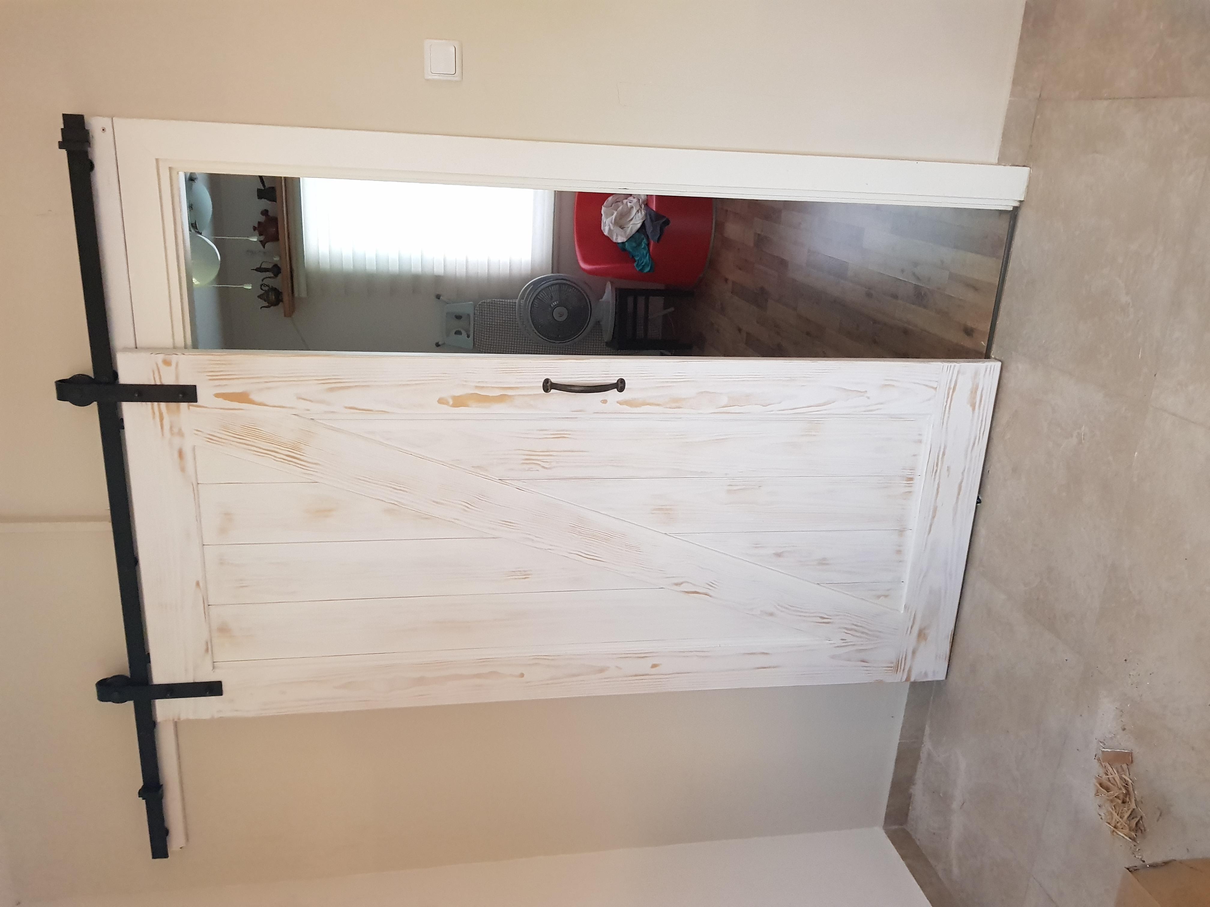 דלת אסם לבן צ'יפ משוייף