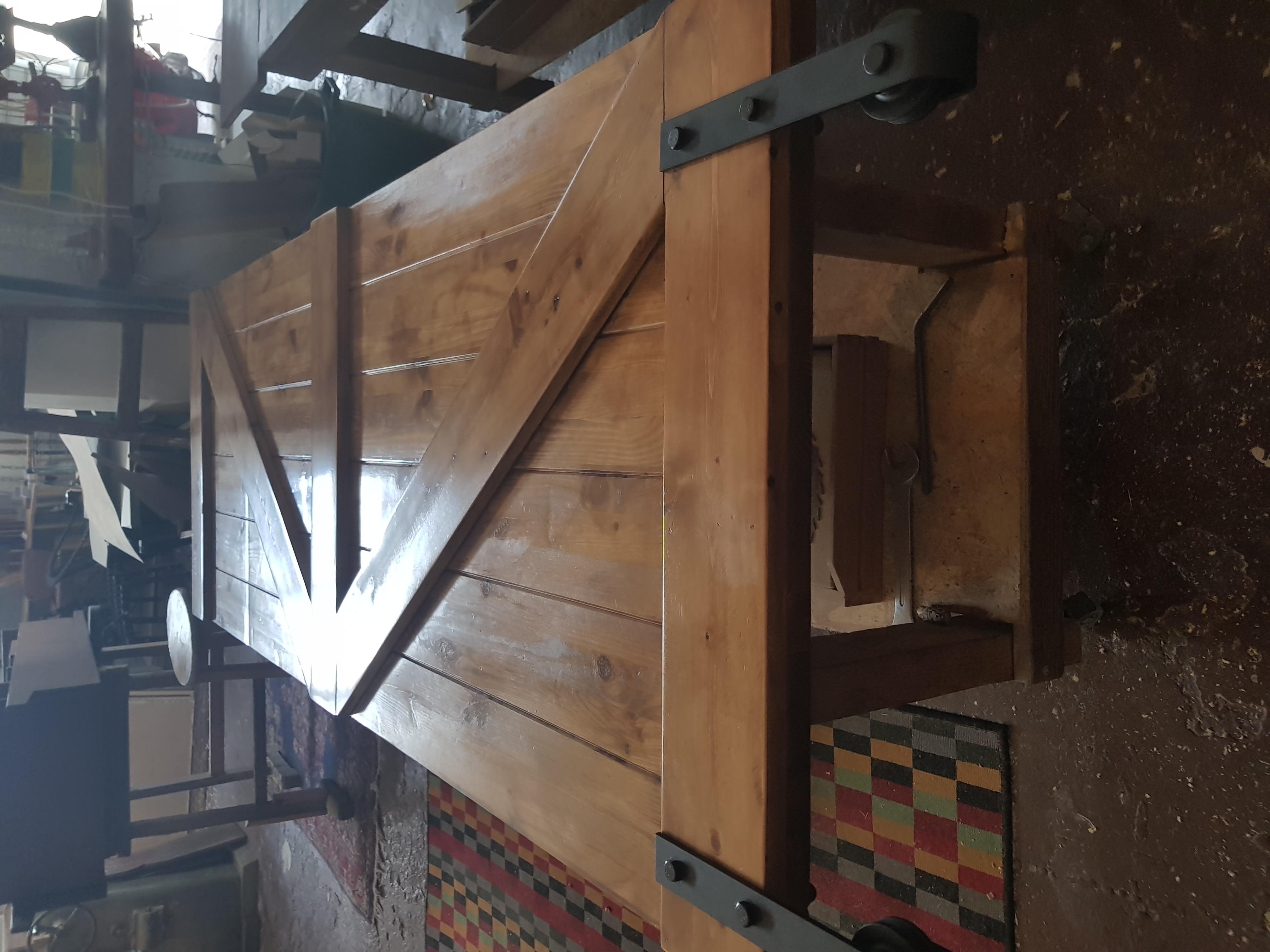 דלת אסם מעץ גושני