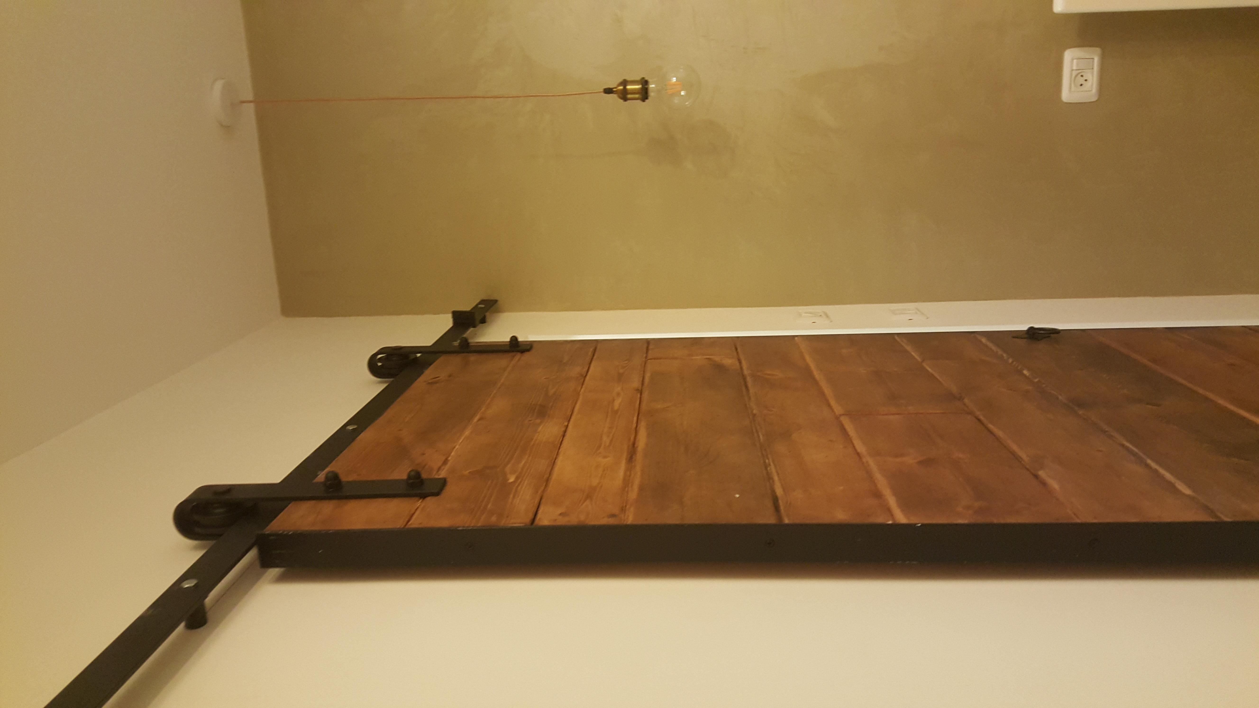 דלת הזזה מסגרת ברזל שחור