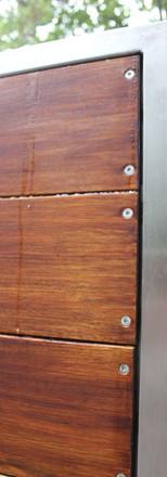 שער עץ משולב מתכת