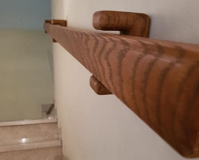 מאחז יד מעץ
