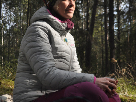 11 a clock tea in the forest with Laurence Nachin ANFT guide.