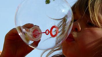 soap-bubbles-870342_1920.jpg