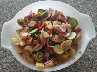 Garden Fresh Panzanella Salad