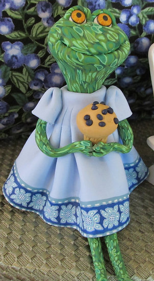 Clay Frog holding a blueberry muffin