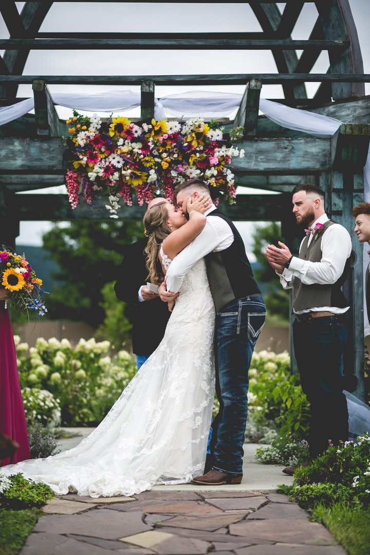 bride-groom-kiss.jpg
