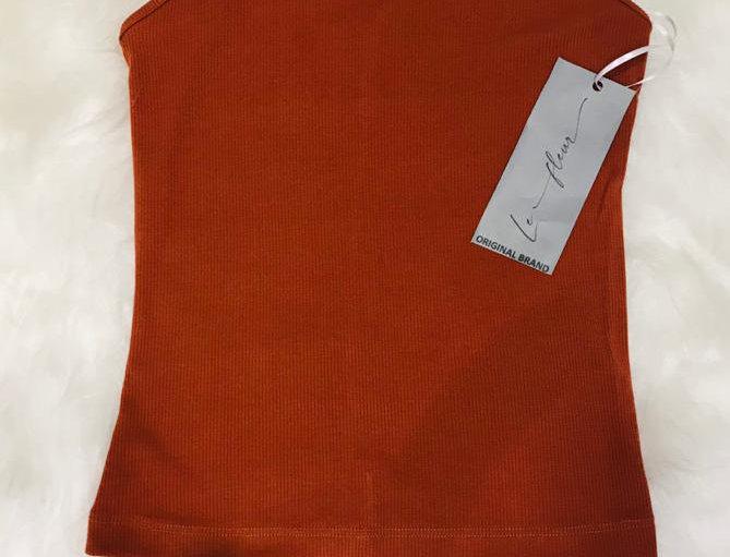 Blusa canelada com alças