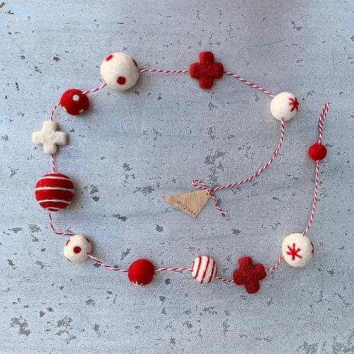 フェルトボール玉 ひも飾り・plus型付 クリスマス