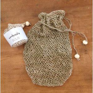 アロ(いらくさ)の手紡ぎの糸を使い手編みされたポーチ