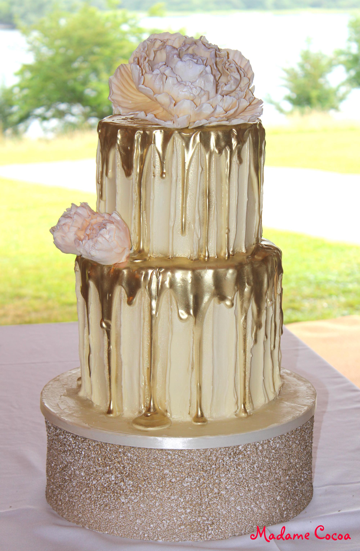 Gold drip wedding cake