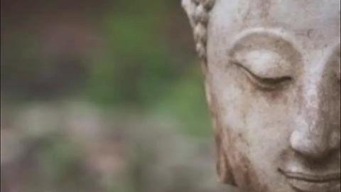 La méditation du sourire intérieur est une  pratique très ancienne, issue de la tradition Taoïste et liée à la médecine traditionnelle chinoise. Elle consiste en une succession de visualisations directement liées aux ressentis des régions de notre corps. Nous parcourons ainsi tout notre organisme en amenant partout une énergie positive, de détente, d'ouverture et de guérison. Bonne pratique !