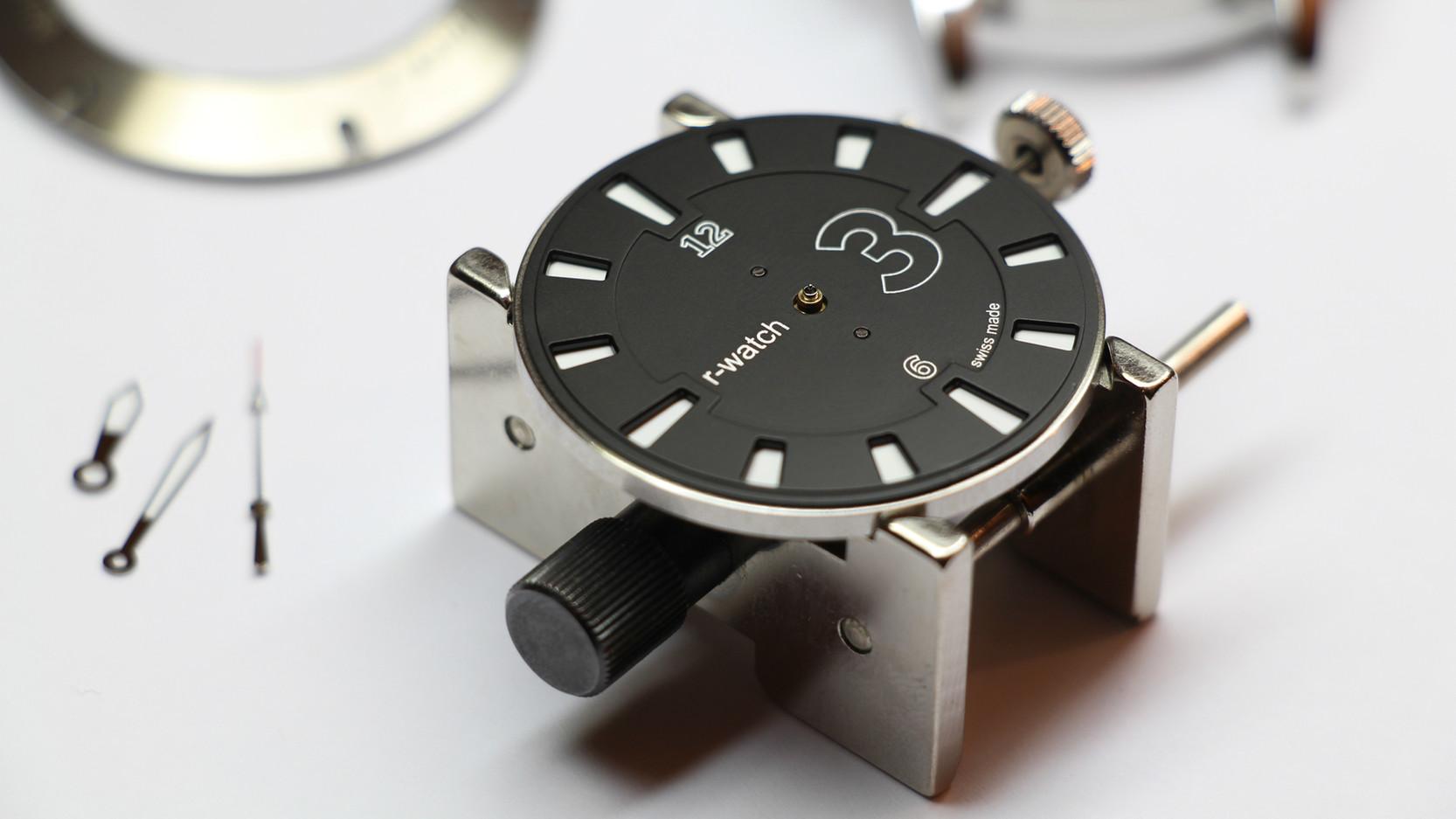 r-watch modèle 3 couleurs noir blanc..jpg