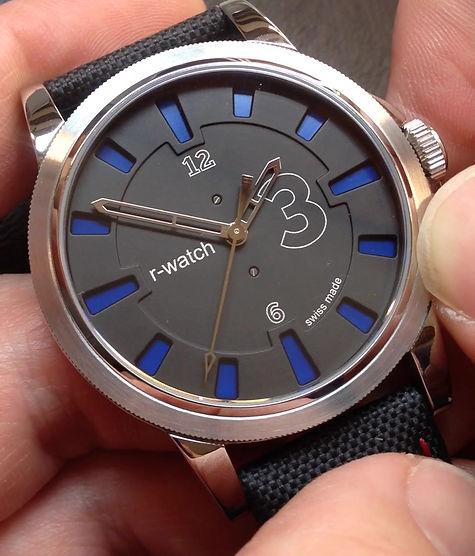 démontration du modèle r-watch 3 couleurs