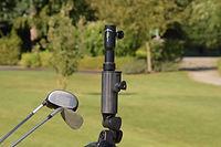 Der Schirm-Caddie kann mit dem Fuß, und den beiliegenden Adaptern direkt als eigener Schirmhalter auf verschiedenen Golftrolleys eingesetzt werden