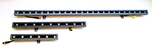 Outdoor linear light fixture