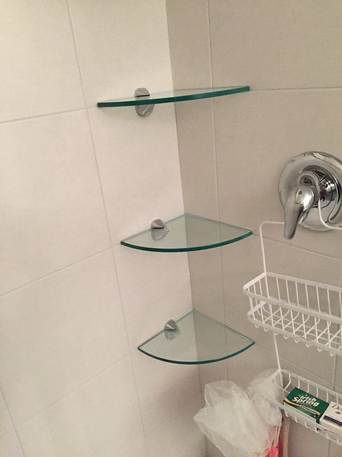 GLASS SHELF + HARDWARE + 1 SILICONE TUBE