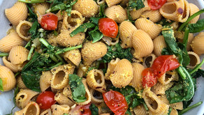 Chickpea Pasta with Garlicky Mushrooms, Spinach and Tomatoes
