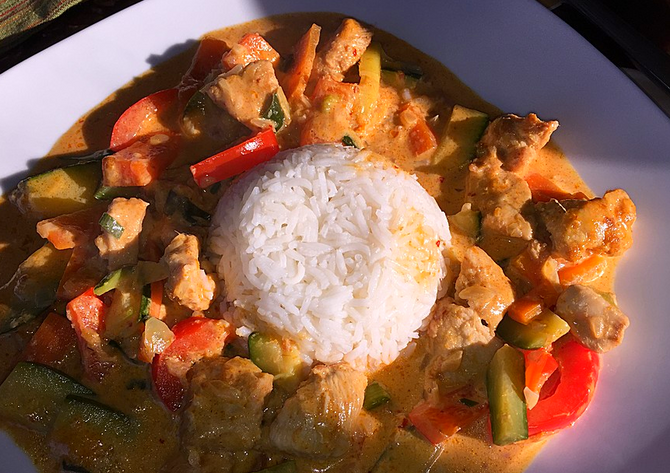 Rezepte für die Bordküche: Hähnchen-Gemüse-Curry nach Thai-Art