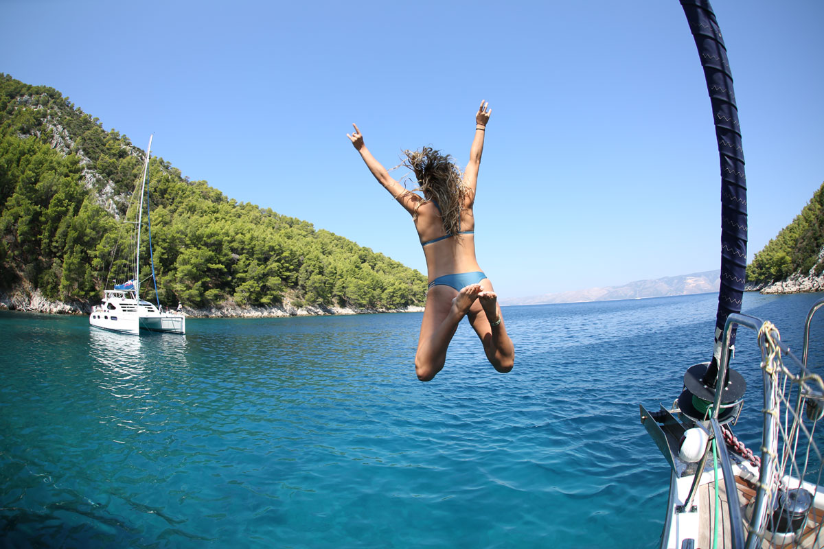 Sailing-Dalmatia-Coast_swim-time-at-the-