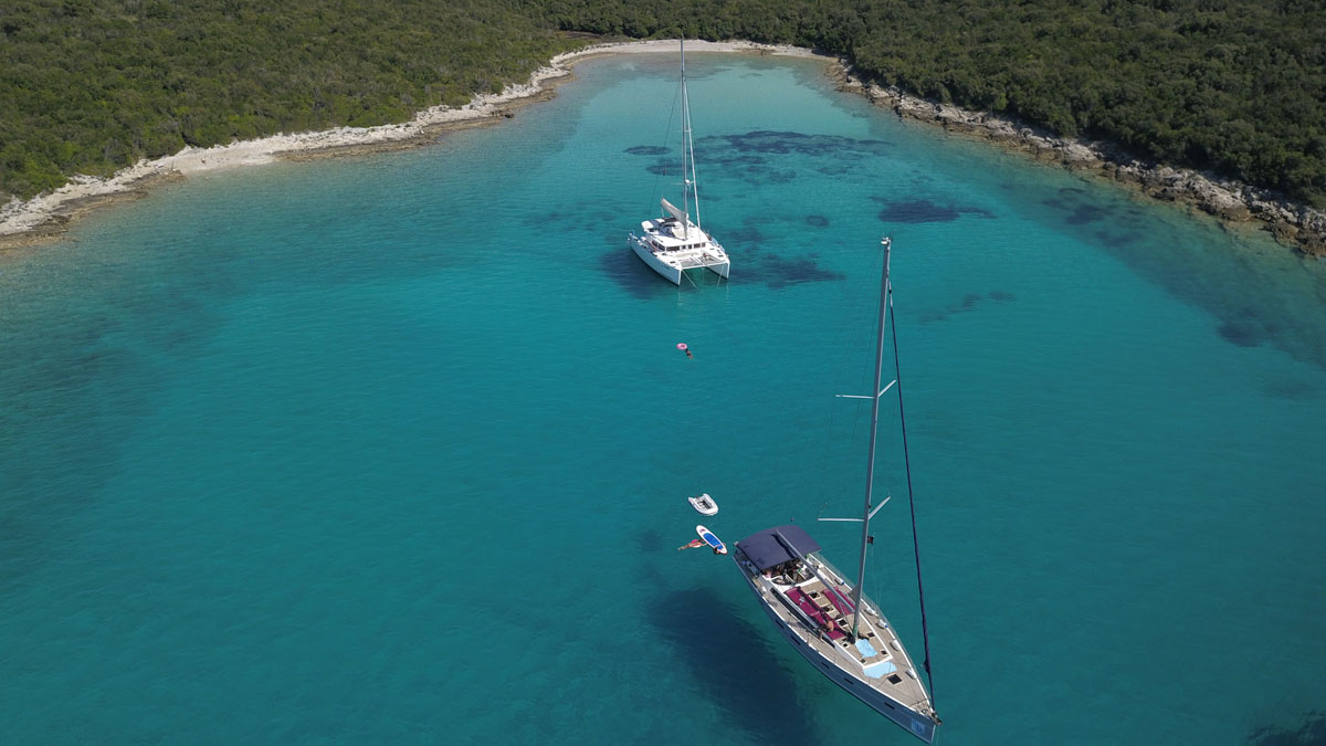Yacht-swim-break-in-isolated-bay-(photo-