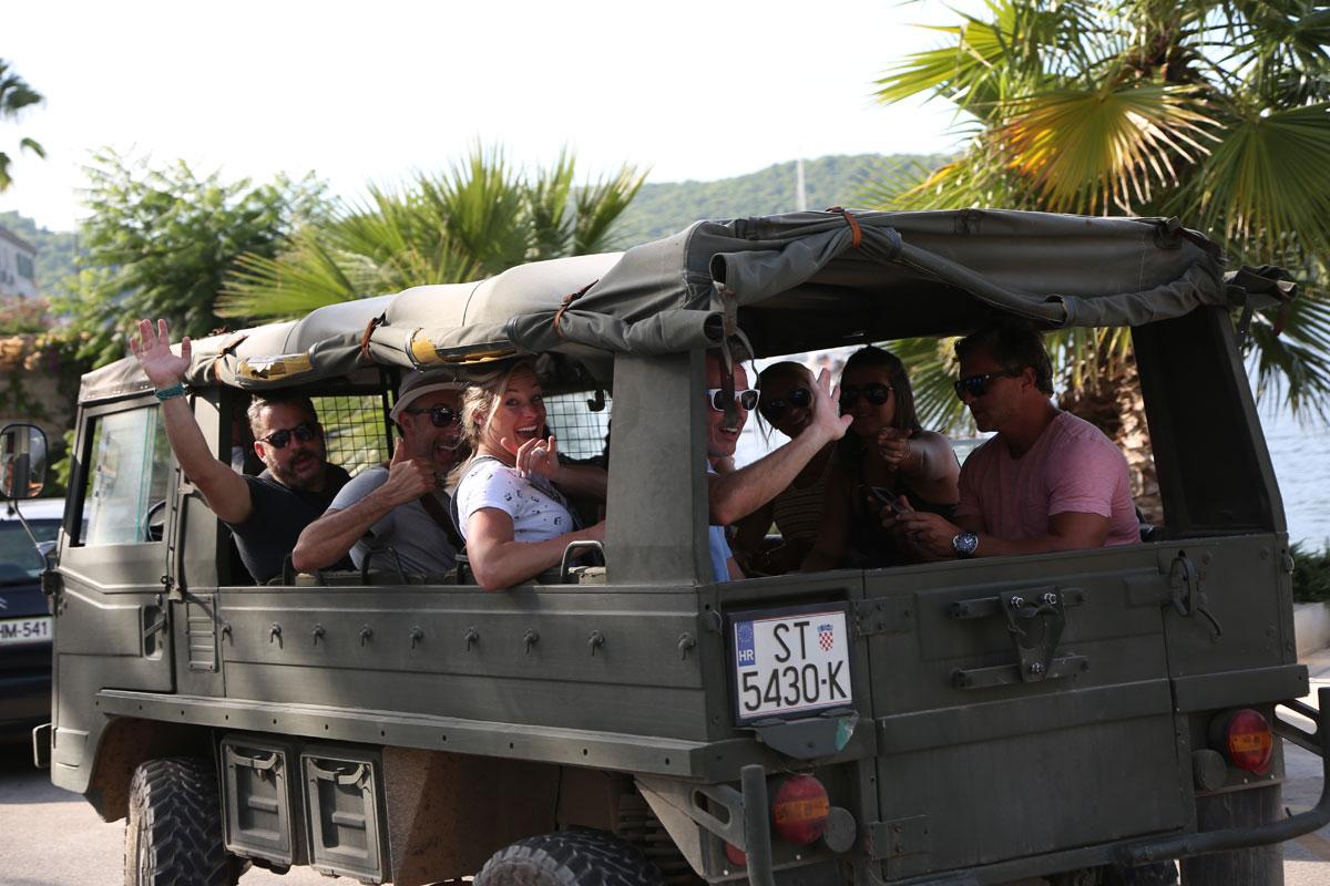 Military-tour_Vis-(photo-by-Marin-Tironi