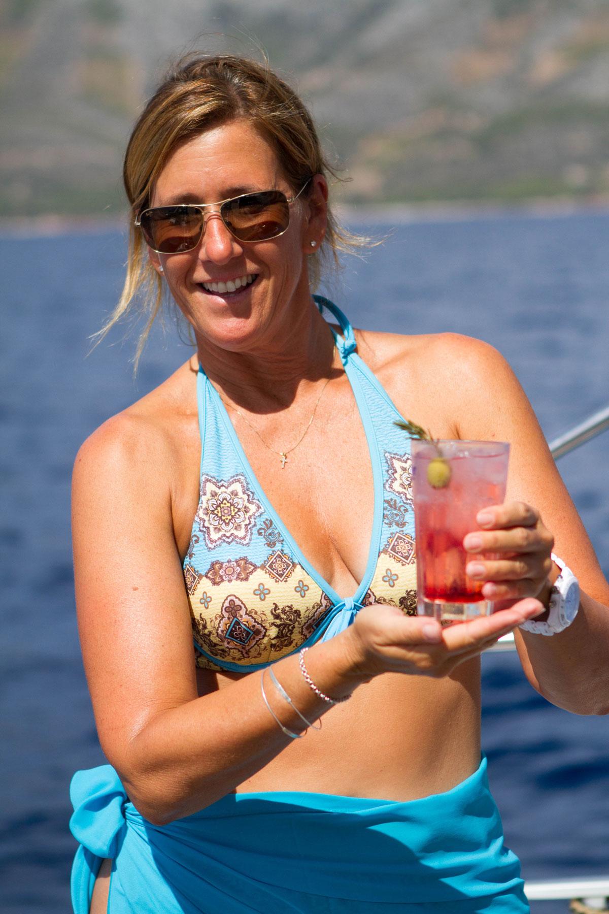 Sailing-Croatia-cocktail-time_a-break-fr