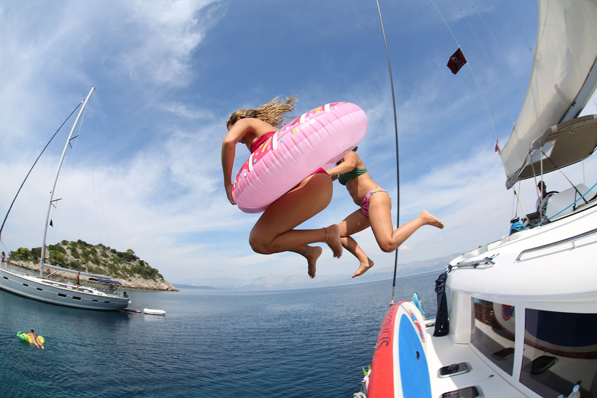 Catamaran-donut-jump-swim-time_Dalmatia-