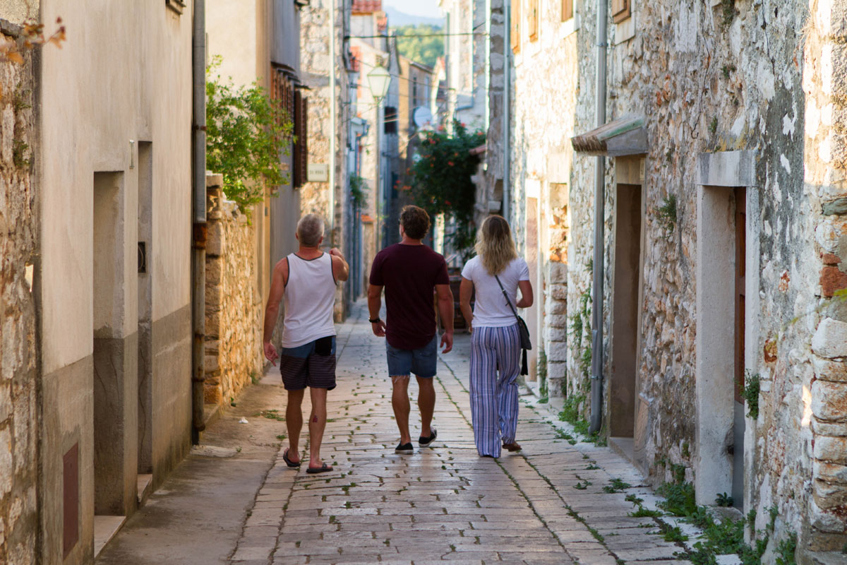 Strolling-through-the-streets-of-Stari-G