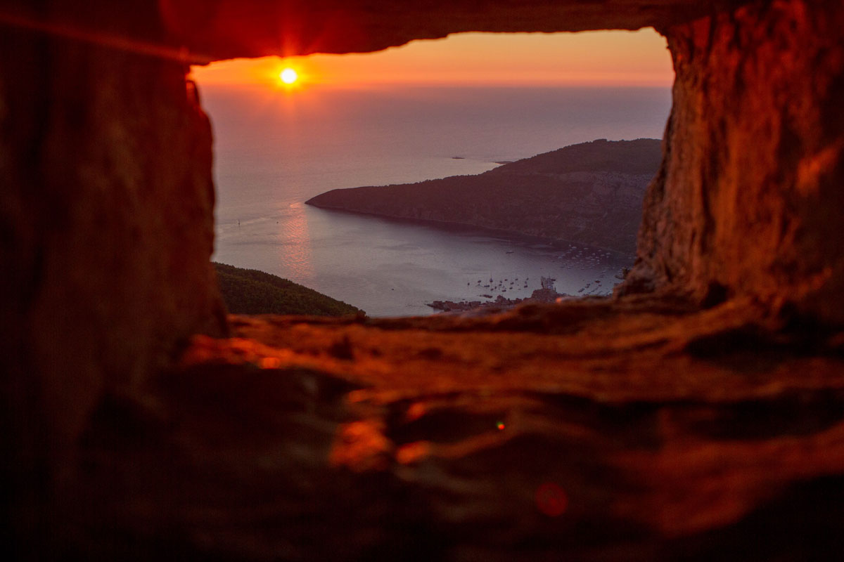 Sunset-overlooking-Komiza_Vis-(photo-by-