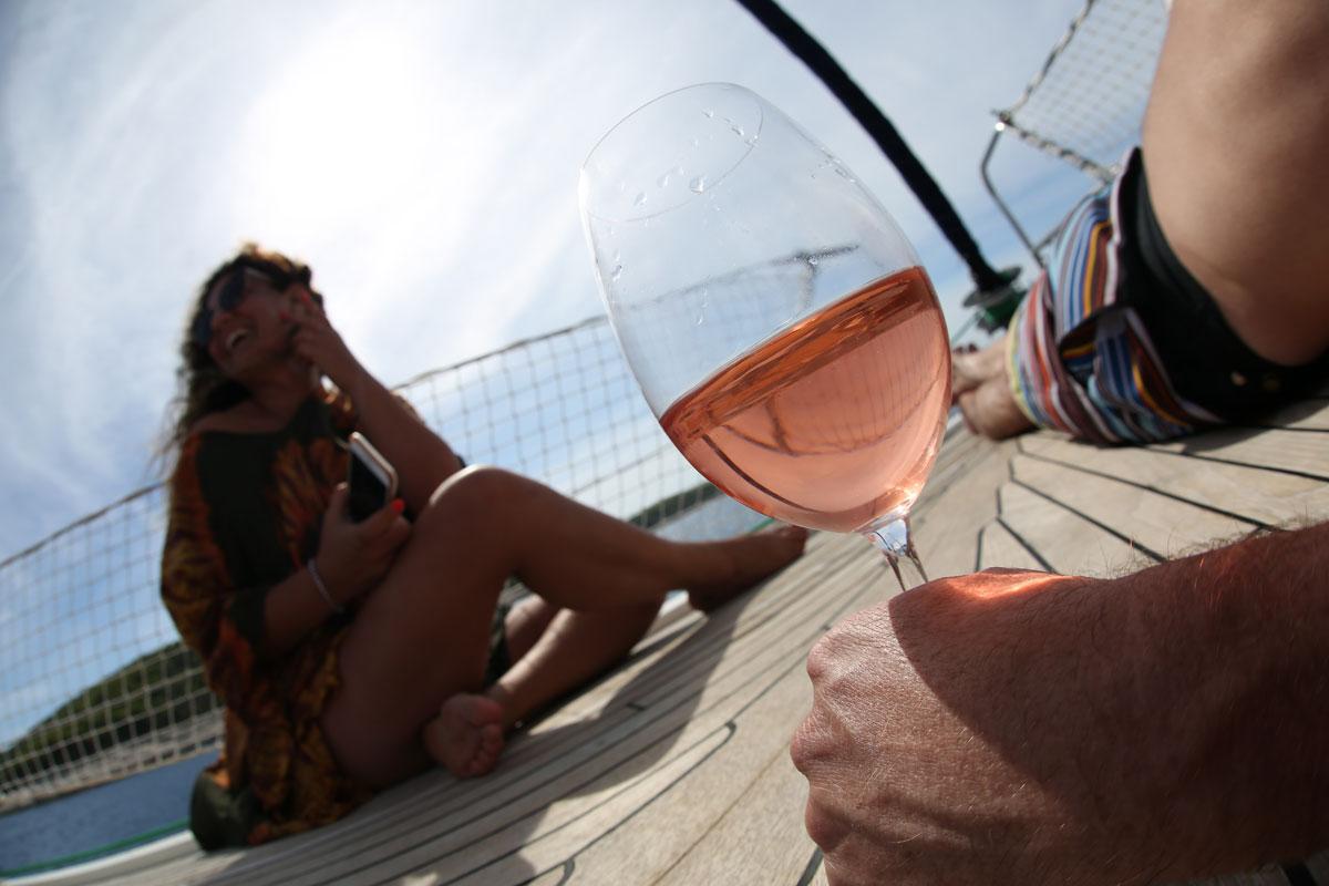 Sailing-and-rose-wine-time_Dalmatia-Coas