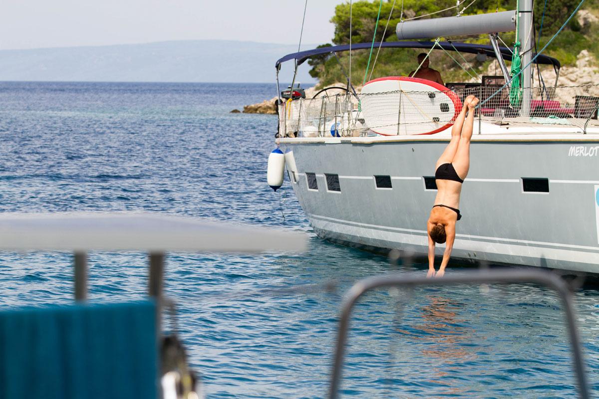 Dive-off-sailing-yacht_Dalmatia-Coast_Wi