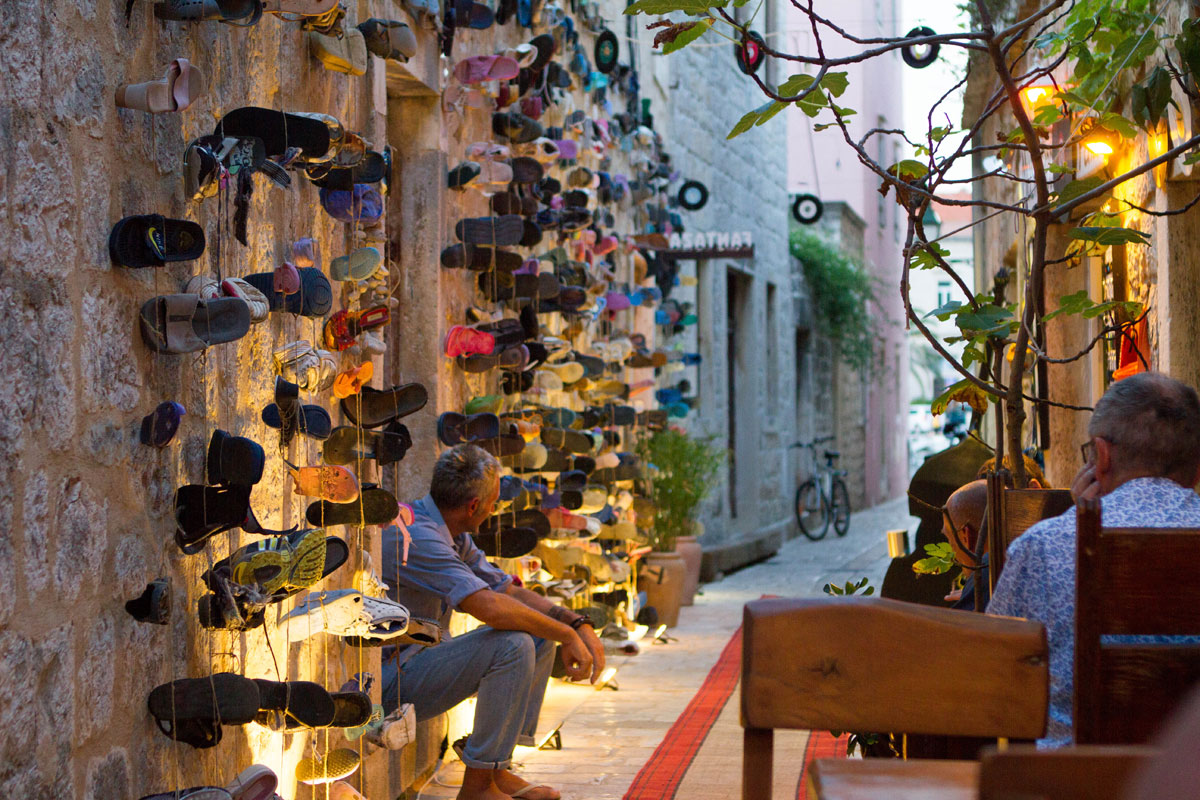 Wall-of-Shoes_Stari-Grad_Hvar-(photo-by-