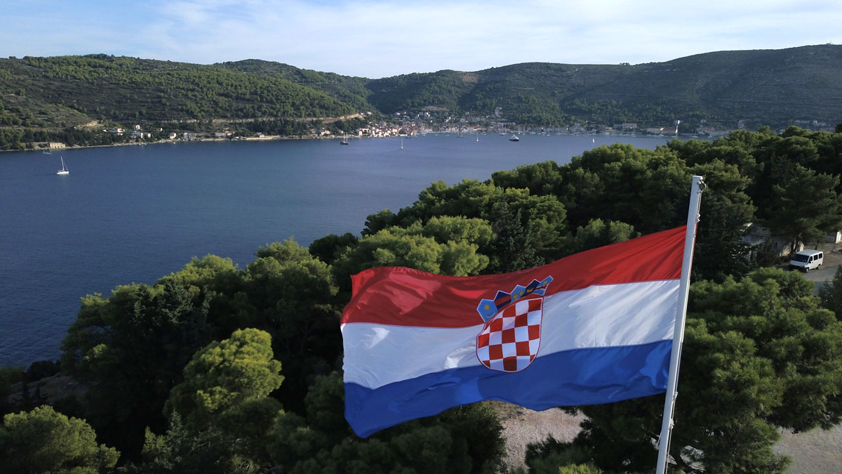 Sailing-the-Adriatic-and-Croatia-flag-(p