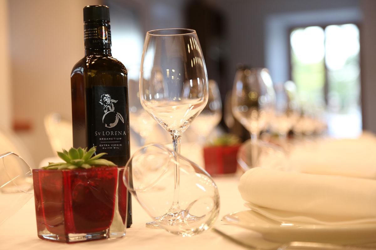 Wine-tasting-at-Saints-Hills-Winery_Pelj