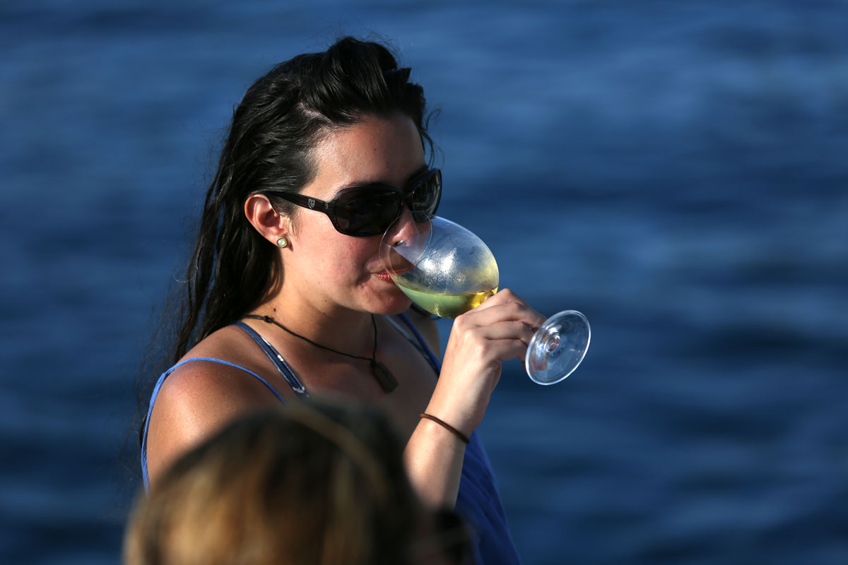 Sailing-the-Dalmatia-Coast_wine-time-(ph