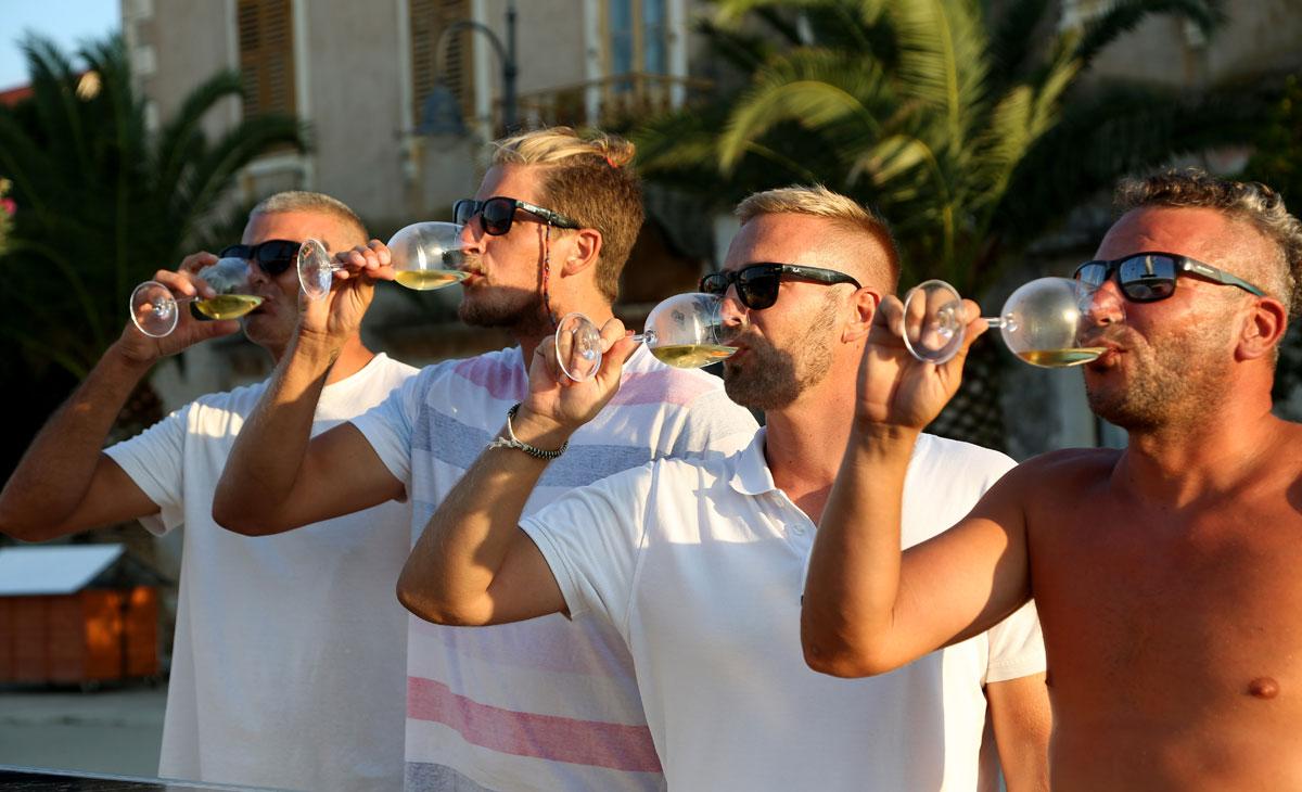 Wine-tasting-with-the-locals_Dalmatia-Co